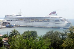 cruise-ship-in-port